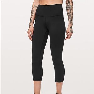 Lululemon Black High Rise wunder under Crop size 8